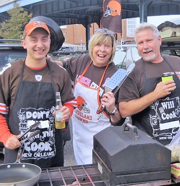 Tailgating remains favorite pastime of die-hard Browns fans in fall